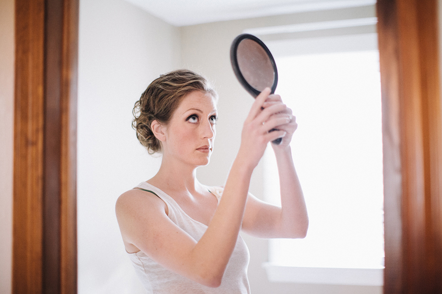 wedding photos of bride getting ready