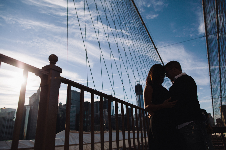 engagement photos on the brooklyn bridge
