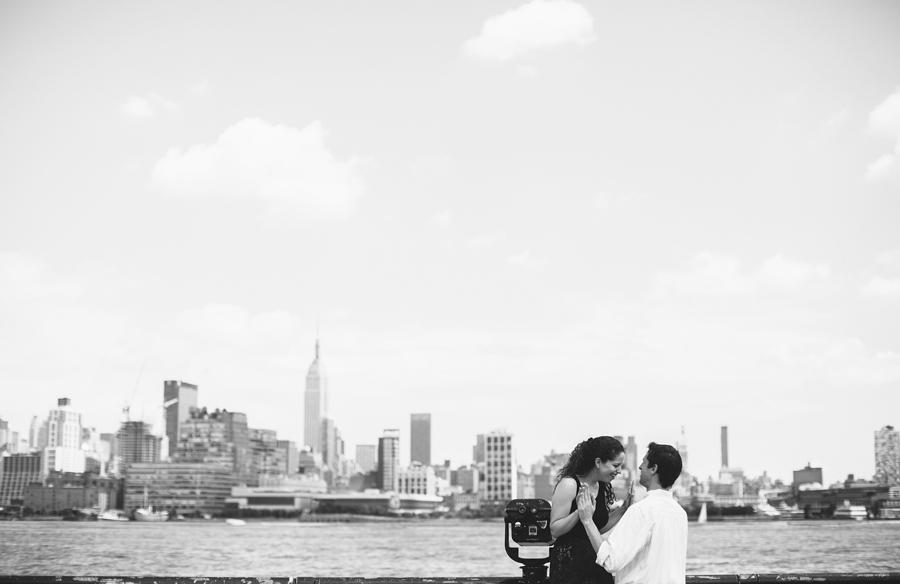 Engagement Photos with NY skyline