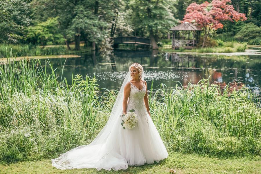 bride at pleasantdale chateau